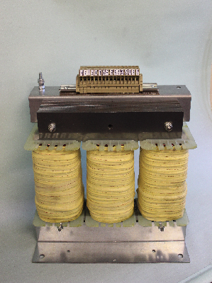 Voltage Transformers - Open three-phase transformer